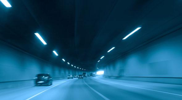 droga w tunelu