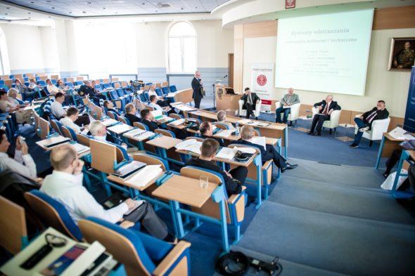 Zdjecie konferencja AON