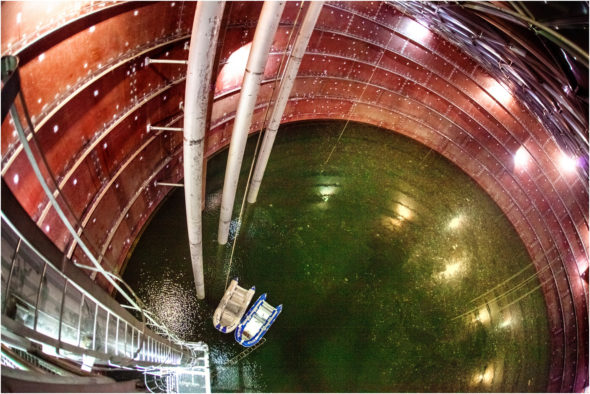 Próba wodna w zbiorniku polskiego terminala LNG w Świnoujściu. Fot. PLNG