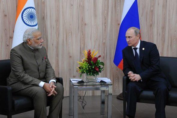 Modi (L) i Putin (P)