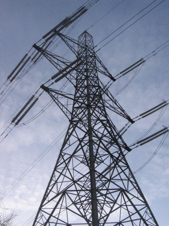 Electricity_pylon_near_colliers_wood_london