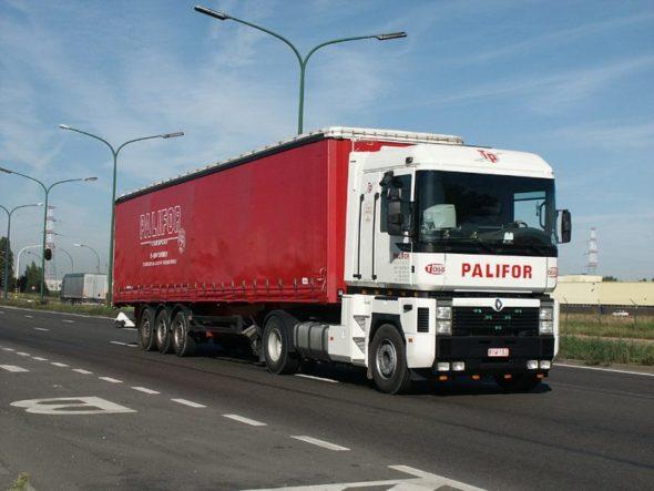 Renault_Magnum-Palifor_(B)-2004