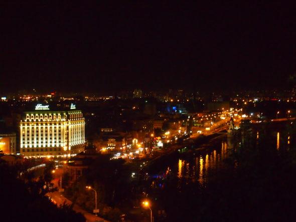 Kijów nocą. Fot: Wikimedia Commons