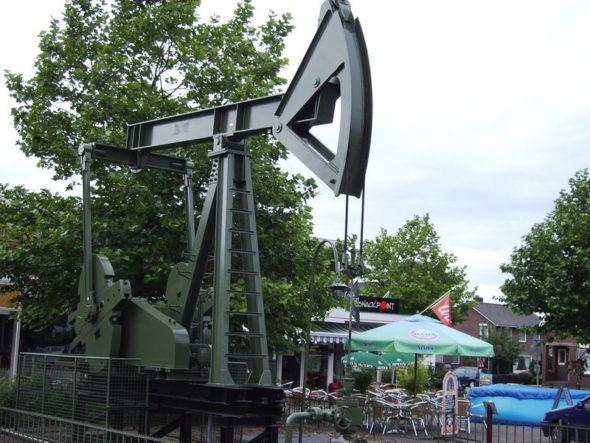 Szyb naftowy, ropa naftowa