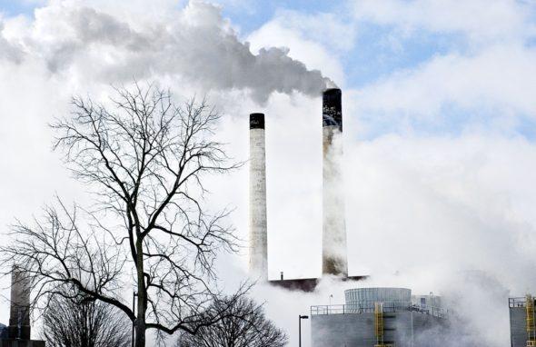 Komin, przemysł, emisje
