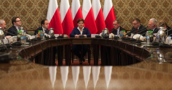 Premier Beata Szydło na spotkaniu nt. konkurencyjności polskiego przemysłu elektroenergetycznego.