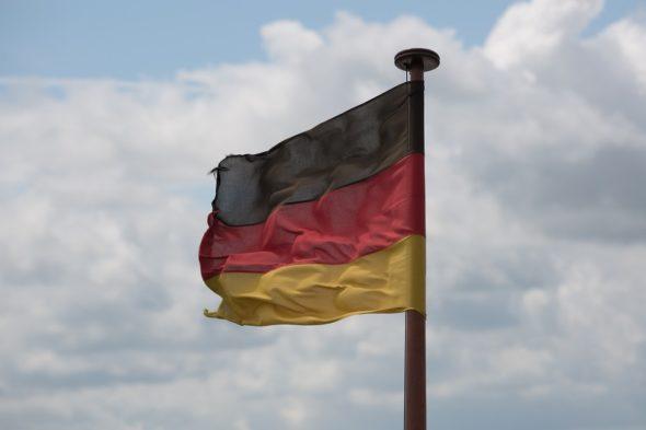 Flaga Niemiec. Fot. Wikimedia Commons