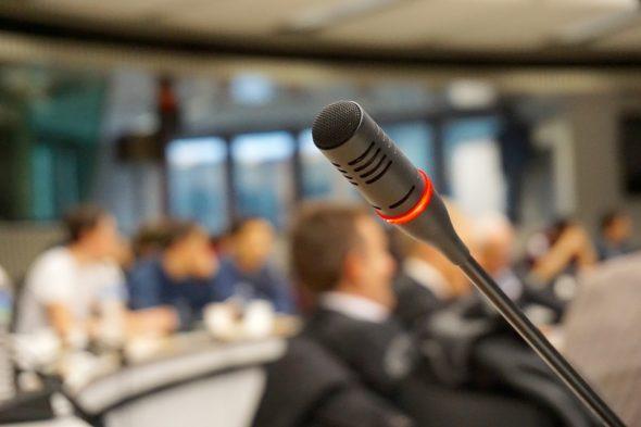 Konferencja debata