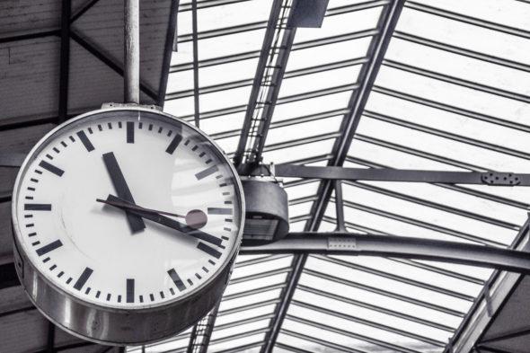 kolej dworzec zmiana czasu