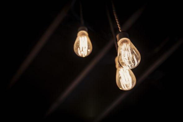 energia elektryczna żarówka energetyka