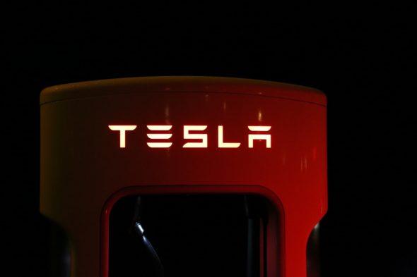 Tesla samochód elektryczny