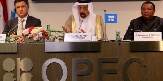 Konferencja prasowa OPEC+. Od lewej: rosyjski minister energetyki Aleksander Nowak, saudyjski minister ropy, gospodarki i zasobów mineralnych Khalid al-Falih przewodniczący OPEC, sekretarz generalny OPEC Mohhamed Barkindo z Nigerii. Fot. BiznesAlert.pl