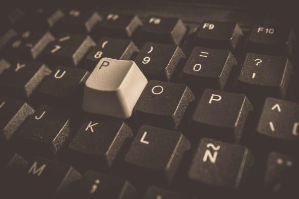 cyberatak cybersieć cyberprzestrzeń