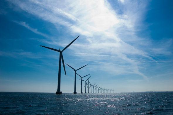 wiatraki na morzu