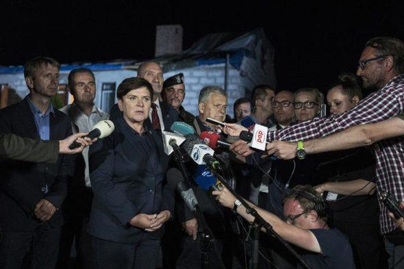 Premier i szef MON u poszkodowanych. Fot. MON