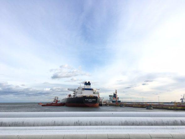 Tankowiec z  ropą PKN Orlen z USA cumujący w Naftoporcie. Fot. PKN Orlen