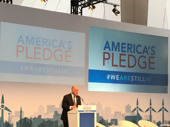 Gubernator Kalifornii w Bonn: nie czekamy na Trumpa, walczymy ze zmianą klimatu. Fot. COP 23, Twitter