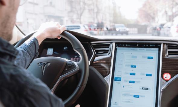 Samochód elektryczny Tesla