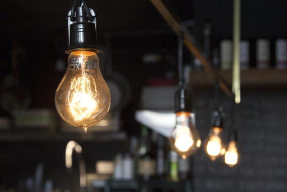 swiatlo energia żarówka prąd