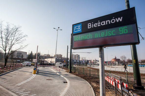Park&RIde na terenie dzielnicy Bieżanów w Krakowie. Fot.  @Krakow_pl, Twitter