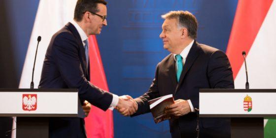 Mateusz Morawiecki na wspólnej konferencji prasowej z Victorem Orbanem w Budapeszcie. Fot. KPRM
