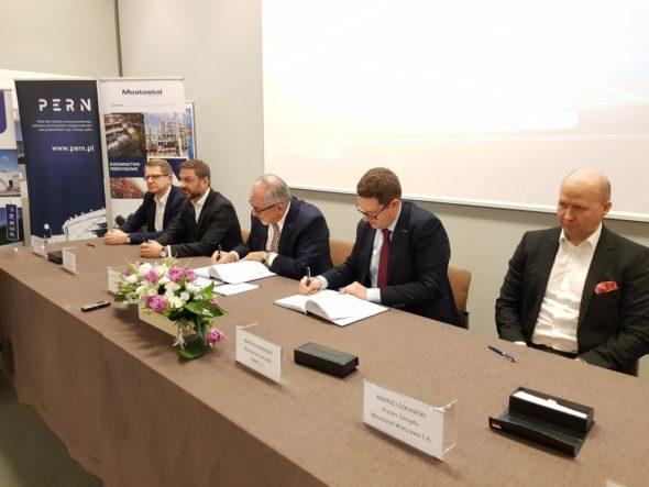 PERN Mostostal umowa na zbiorniki w Gdańsku