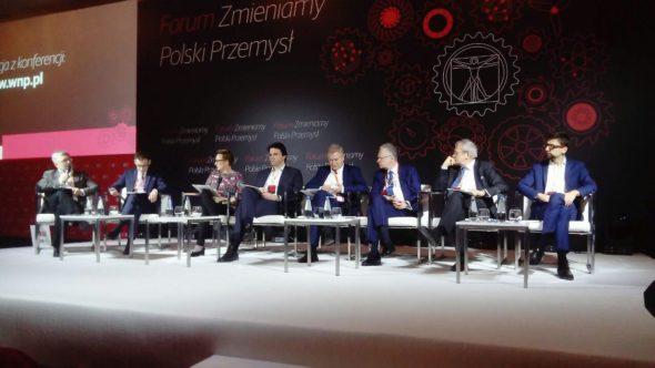 """W Warszawie odbyło się """"Forum Zmieniamy Polski Przemysł"""". Sesję otwierającą zainaugurował panel """"Polska gospodarka 2040. Scenariusze rozwoju w perspektywie 20-lecia"""" Fot. BiznesAlert.pl"""