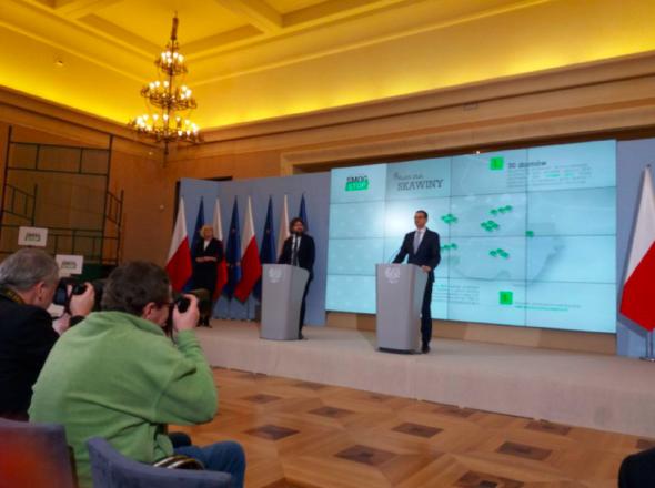 Mateusz Morawiecki i wiceminister Piotr Woźny na konferencji #SmogStop. Fot. MPiT