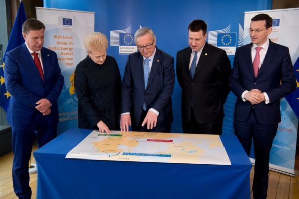 Porozumienie o synchronizacji sieci Polski i krajów Bałtyckich. Władze Polski, krajów bałtyckich oraz Przewodniczący KE. Fot. J.C. Juncker. Źródło: Twitter