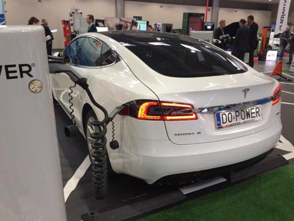 tesla elektromobilność ładowanie samochód elektryczny