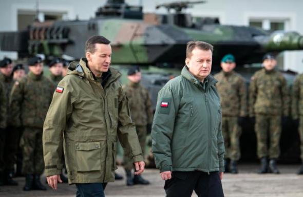 Premier Mateusz Morawiecki i szef MON Mariusz Błaszczak. Źródło: MON