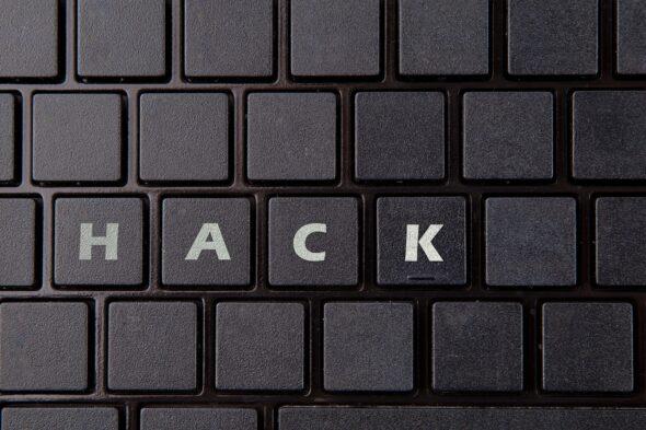 cyberbezpieczeństwo cyberprzestrzeń haker atak