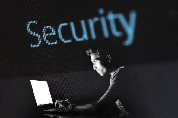 haker cyberbezpieczeństwo cyberprzestrzeń