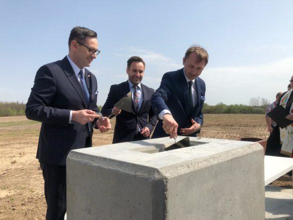 Prezes Daniel Obajtek podczas uroczystości wmurowania kamienia węgielnego pod budowę Centrum Badawczo-Rozwojowego w Płocku / fot. BiznesAlert.pl/Bartłomiej Sawicki