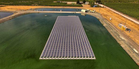 Pływająca farma słoneczna zaprezentowana w Kelseyville w Kalifornii