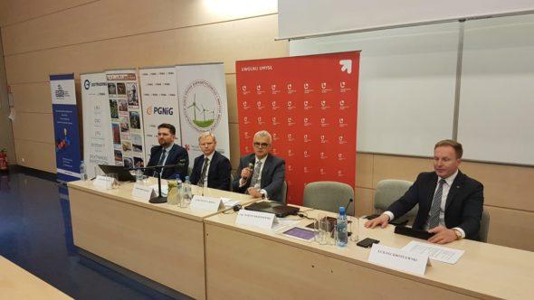 Prezes Grupy Lotos Mateusz Bonca podczas konferencji w Łodzi fot. BiznesAlert.pl