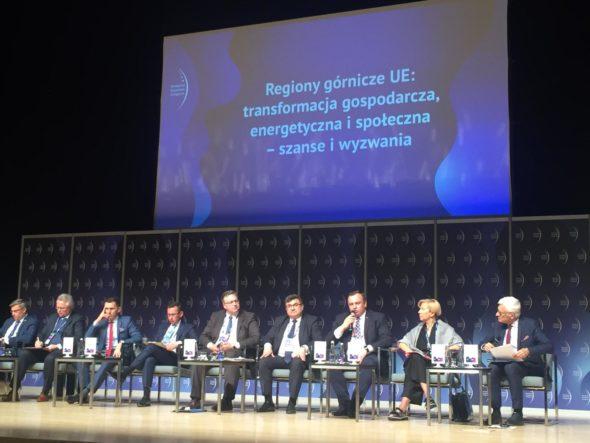 """Panel """"Regiony górnicze UE: transformacja gospodarcza, energetyczna i społeczna – szanse i wyzwania"""" podczas EKG 2019 fot. BiznesAlert.pl"""