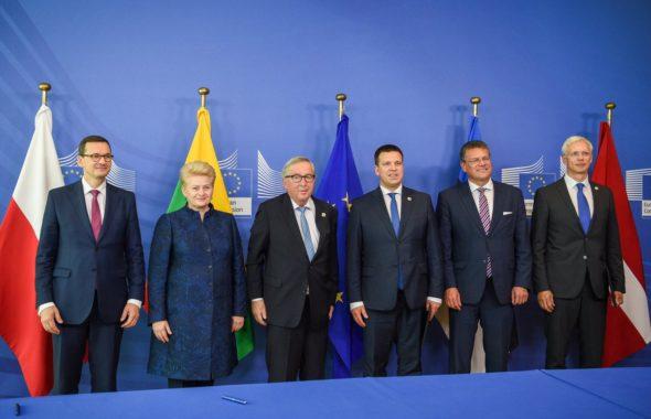 Polska, państwa bałtyckie i szef KE podpisali deklarację o synchronizacji systemów elektroenergetycznych. Fot.: Twitter,Dalia Grybauskaitė