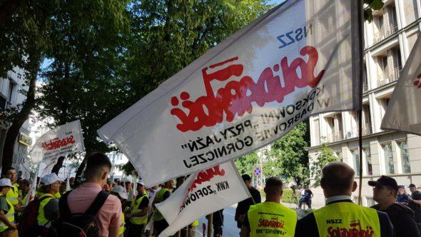 Protest związkowców pod siedzibą ME. Fot. Piotr Stępiński:BiznesAlert.pl