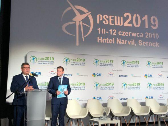 Grzegorz Tobiszowski, były wiceminister energii i Janusz Gajowiecki prezes PSEW podczas PSEW 2019. Fot. BiznesAlert.pl