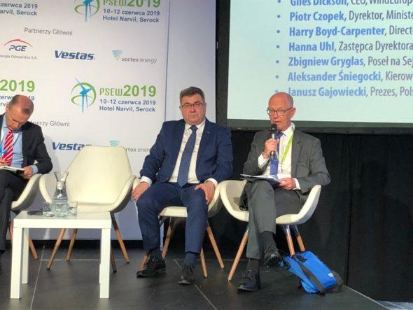 Ambasador Królestwa Danii w Polsce Ole Ekberg Mikkelsen oraz były wiceminister energii, Grzegorz Tobiszowski podczas konferencji PSEW 2019.
