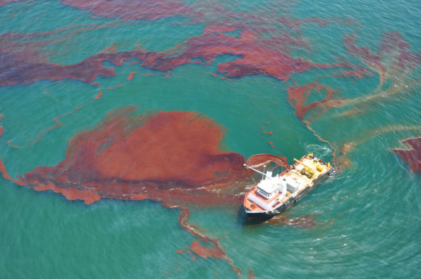Wyciek ropy naftowej. Źródło: Flickr