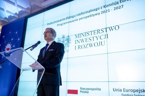 Minister Jerzy Kwieciński otworzył spotkanie podsumowujące prace nad kształtem przyszłej perspektywy finansowej, toczące się w ramach dialogu nieformalnego z Komisją Europejską. Fot. Ministerstwo Inwestycji i Rozwoju, Twitter.