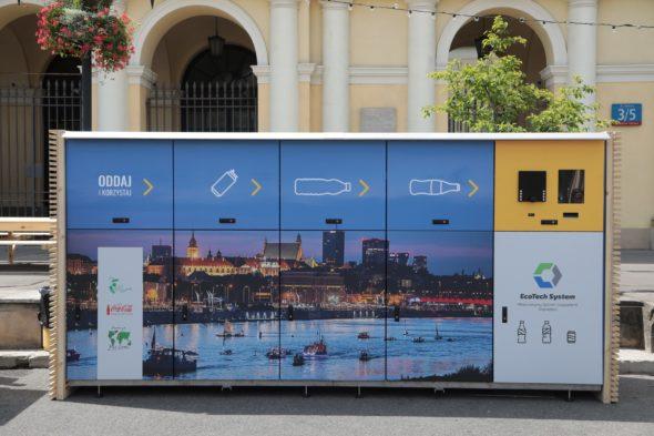 W Warszawie stanęły recyklomaty ufundowane przez firmę Coca-Cola. Fot. Coca – Cola