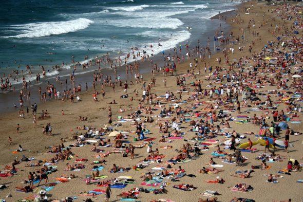 Turystyka tłum plaża