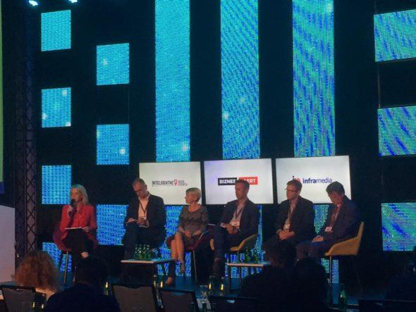 Panel dyskusyjny na Smart City Forum. Fot. BiznesAlert.pl