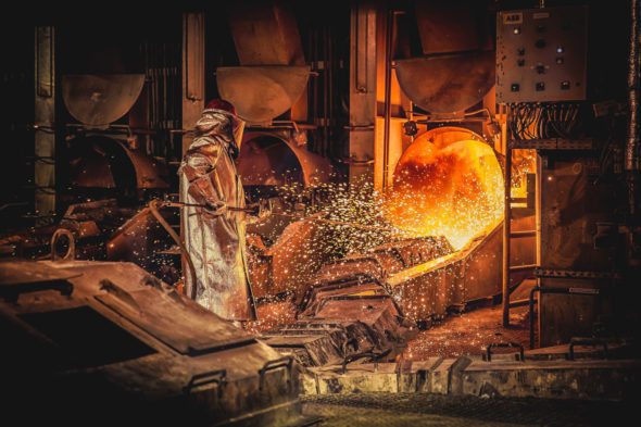 Przepalanie otworu spustowego miedzi w Hucie Miedzi Głogów fot. KGHM