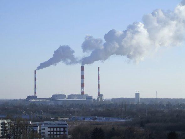 Elektrociepłownia_Siekierki_-_dymiące_kominy