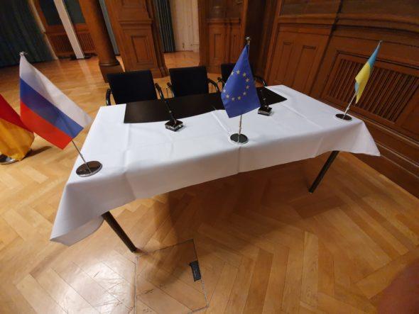 Proces trójstronny KE Ukraina Rosja stół w Berlinie