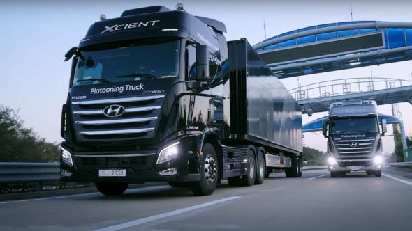 Ciężarówka Hyundai Xcient na wodór. Źródło YouTube BiznesAlert